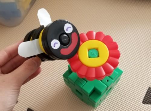 DWEプレイアロング・ハチのおもちゃ手作り代替品(学研のニューブロック)